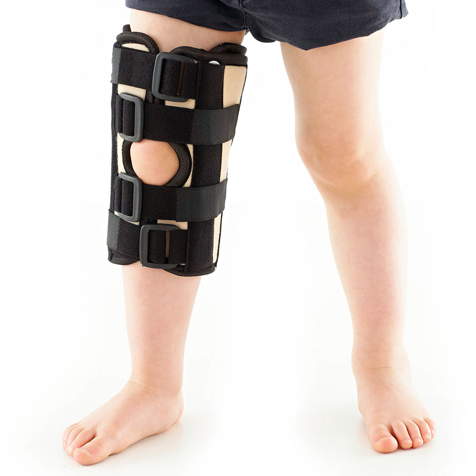 kid with fractured knee